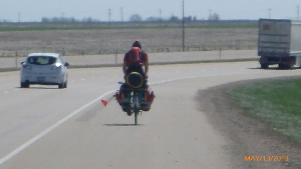 Passed by another tourer!  See mom and dad?  I'm not the only one doing this solo!! lol!