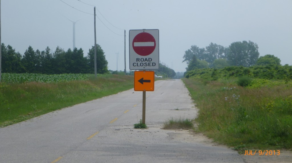 Do I or don't I take my chances on this closed road?  This time I decided not to take my chance and followed the detour
