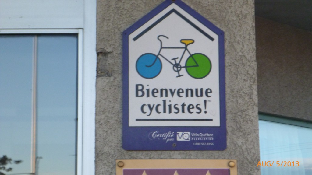 Welcome cyclists sign at Days Inn in Berthierville