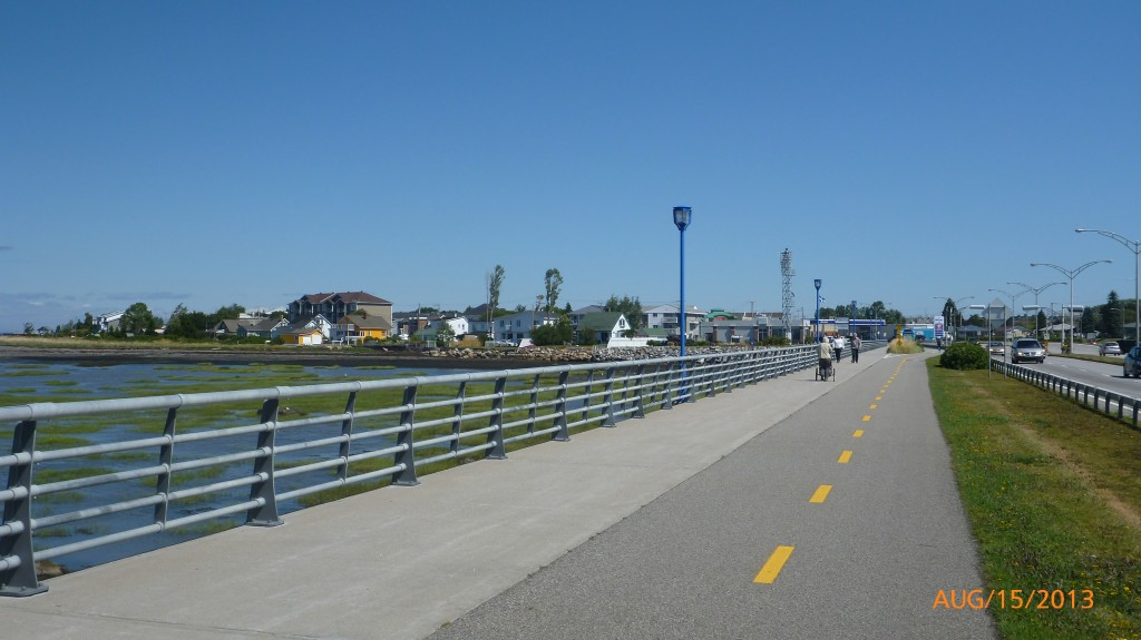Dedicated promenade bike lane in Rimouski
